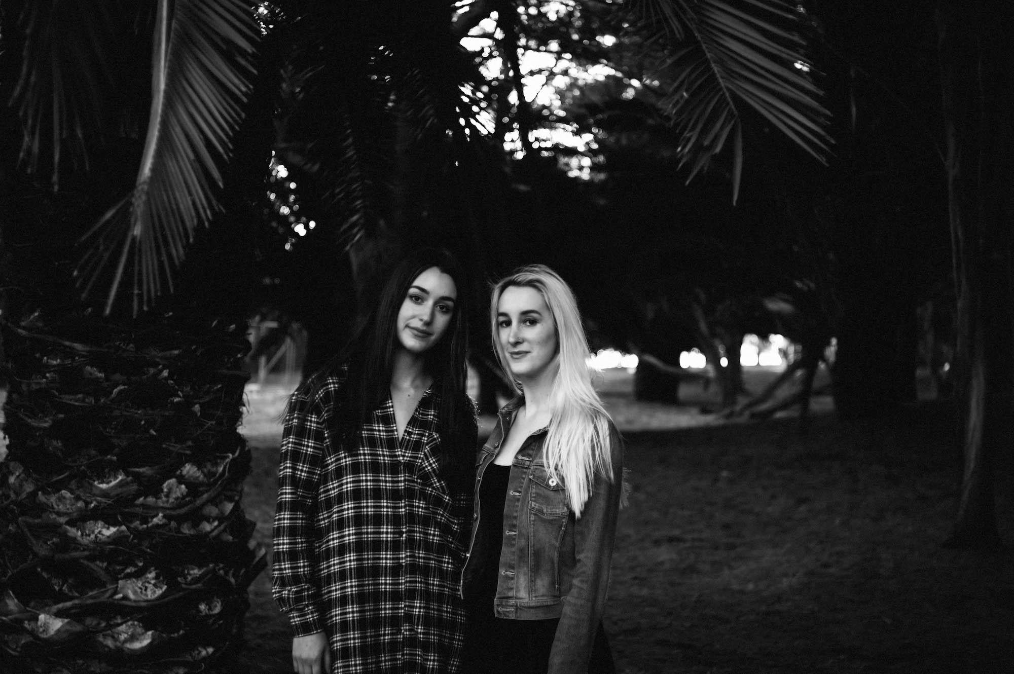 Beaton Park Swan River Family Photographer Sisters 2