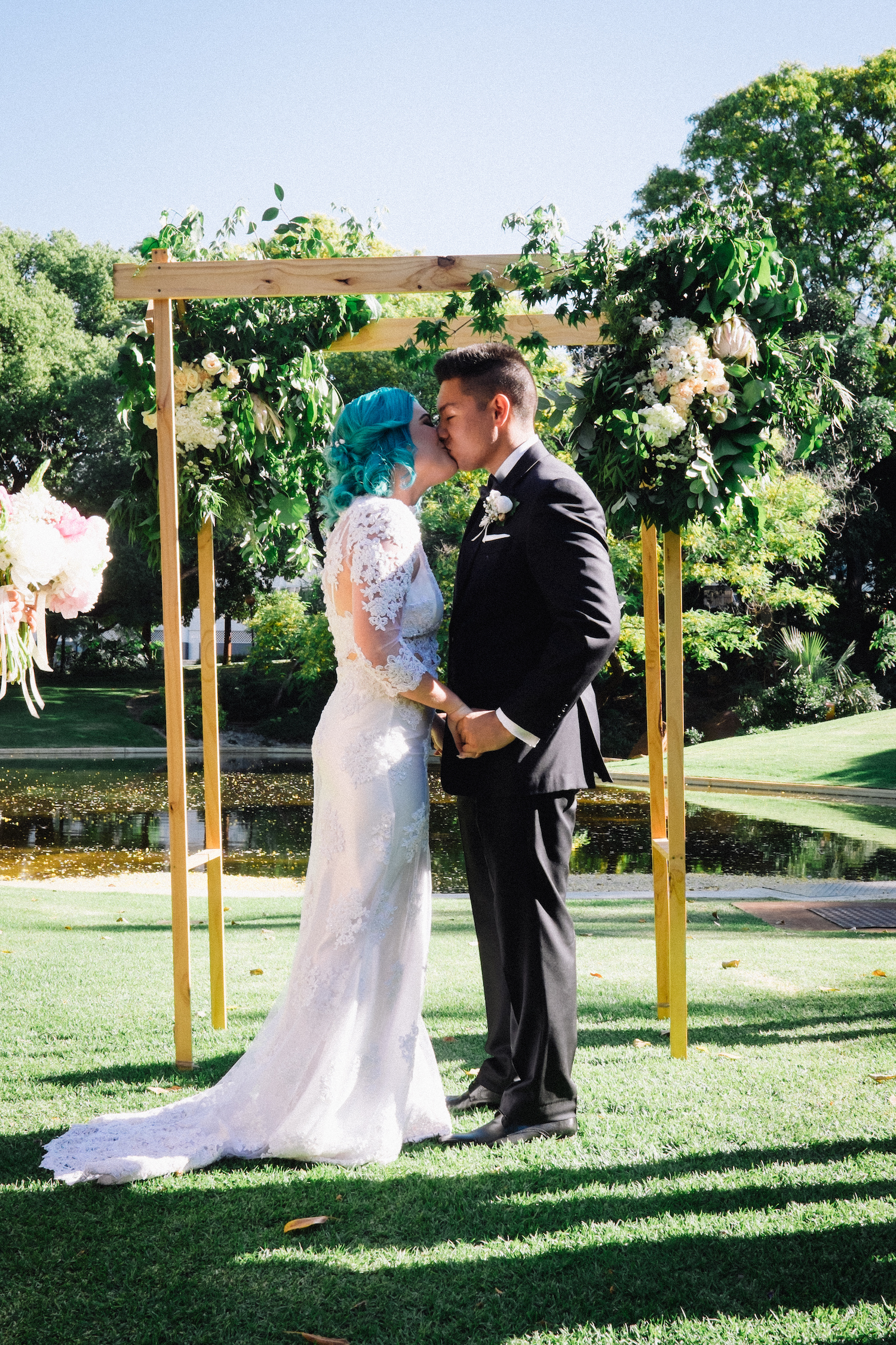 Harold Boas Gardens Perth Wedding Aimee Rory Ceremony Kiss